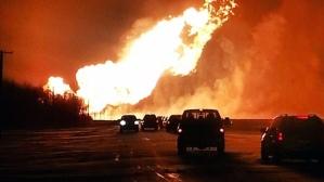 תמונות משריפה של צינור גז בקנדה