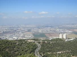 בתי הזיקוק בחיפה הם המפעל המזהם ביותר בארץ. אין שום סיבה או היגיון לתת להם פרס בדומת מועצה תעשייתית